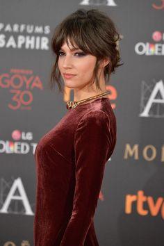 Úrsula Corberó | Premios Goya 2016 Medium Hair Styles, Short Hair Styles, Lob Hairstyle, Bride Hairstyles, Hairstyles With Bangs, Pretty Hairstyles, Hair Goals, Curtain Bangs, Hair Romance