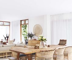 dining room 461337555577284725 - A tree change to Byron Bay gave this family a chance to work with local artisans to create a relaxed, all-white home. Earthy Home Decor, White Home Decor, Home Interior, Interior Design Living Room, Interior Office, Scandinavian Interior, Ideas Cabaña, Fotos Ideas, Decor Ideas