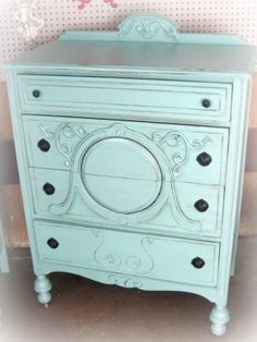 love this pretty dresser!