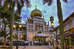 "Masjid Sultan Mosque in Kampong Glam (Arab Street), in Singapore, is a very impressive mosque (Photo by: Erwin Soo) | Visit ""Things to see in Singapore"""