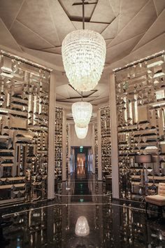 Regis Bal Harbour: For Discerning Travelers Indifferent to the South Beach Party Scene - Leading Hotels Online Modern Interior Design, Luxury Interior, Interior Design Inspiration, Room Inspiration, Carlo Scarpa, Mirror Room, Mirror Walls, 1960s Home Decor, Hotel Lobby Design