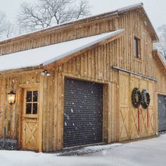 Small pole barn homes are you thinking about building one? We can help you find companies that build pole barn homes in your area. Pole Barn Garage, Pole Barn House Plans, Pole Barn Homes, Barn Plans, Shed Plans, Garage Plans, Garage Doors, Barn Doors, Future House