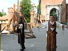 Il mistero avvolge la morte di Federico Barbarossa... al Castello di Carimate scopri il colpevole in una cena con delitto dal fascino medioevale...