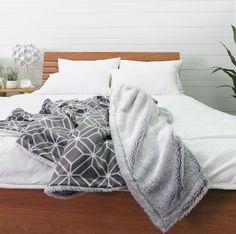 Cozy & Soft Blanket #home #homedesign #homedecor #homedecoration #homeidea #homestyle #homedeco #interiordesign #decoration #blanket #blankets #fleeceblanket #fleece #woolblanket #fleecethrow #lifestyle #bedroom #casa #diyhome #hometextile #homefashion #willbehome #willbehome65 #madeinthailand #decor #decoração #decoracao