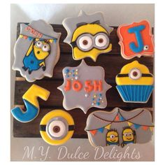 Adorable Minion cookies No Bake Sugar Cookies, Sugar Cookie Royal Icing, Cookie Frosting, Iced Cookies, Minion Theme, Minion Birthday, Minion Party, Happy Birthday, Birthday Parties
