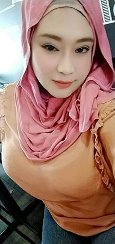 Hijab Prom Dress, Hijab Outfit, Arab Girls Hijab, Muslim Girls, Beautiful Muslim Women, Beautiful Hijab, Hijabi Girl, Girl Hijab, Indonesian Girls