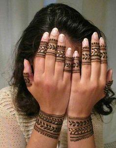 Most Beautiful Henna Designs 2019 Henna Designs Wrist, Circle Mehndi Designs, Modern Henna Designs, Latest Henna Designs, Henna Tattoo Designs Simple, Indian Mehndi Designs, Mehndi Designs For Beginners, Mehndi Design Photos, Henna Designs Easy