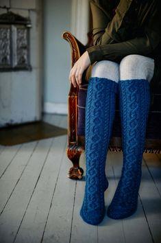 Sydänystävä-palmikkoneule villasukat Novita 7 Veljestä Lace Patterns, Knitting Patterns, Fashion Books, New Fashion, Woolen Socks, Lace Socks, Knit In The Round, Stockinette, Knitting Socks