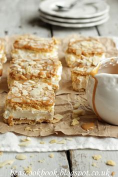 You searched for caramelita - Bea's cookbook Coconut Recipes, Tea Recipes, Sweet Recipes, Cake Recipes, No Cook Desserts, Cookie Desserts, Lemon Jelly Recipe, Banoffee Pie, Sweet Bar