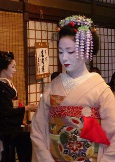 Maiko Mamefuji. #japan #kyoto #kimono #geisya #geiko #maiko