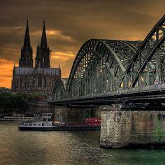 """Welcher Fluss fließt durch Köln? Rhein In der Geographie des alten Roms wurde der Rhein als die Grenze der zivilisierten Welt betrachtet. Köln wurde im ersten Jahrhundert n. Chr. Von Römern gegründet (der vollständige Name der Stadt war """"Colonia Claudia Ara Agrippinensium""""). Später war die Stadt die Hauptstadt der römischen Provinz Germania Inferior."""