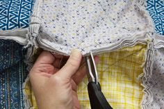 How to Make a Rag Quilt From Start to Finish Quilting For Beginners, Quilting Tutorials, Quilting Ideas, Rag Quilt Instructions, Flannel Rag Quilts, Denim Quilts, Chenille Quilt, Rag Quilt Patterns, Charm Pack Quilts