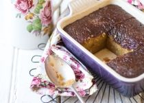 This is my third post about malva pudding in the past 3 years - just shows how much I love this classic South African dessert! I first posted about it in August then again in March 2012 - the second one a malva pudding with a twist. Pudding Desserts, Pudding Recipes, Fun Desserts, Delicious Desserts, Dessert Recipes, South African Desserts, South African Recipes, Africa Recipes, Pavlova