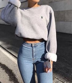 cropped sweatshirt and jean pants comfy crop top pullover and jeans - Outfits Cute Lazy Outfits, Simple Outfits, Stylish Outfits, Teen Fashion Outfits, Retro Outfits, Look Fashion, 70s Fashion, Fashion Quiz, Fashion Room