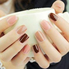 Luce un mani nude con un toque diferente agregando diferentes tonos. #Mani #Uñas #Nails