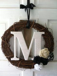 Custom Monogram Wreath por AliNicoleBoutique en Etsy, $35.00