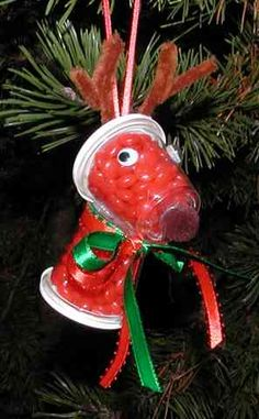 Candy filled reindeer ornament.. oh my I made these in 1st grade...lol..