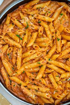 Classic Penne alla VodkaPenne alla Vodka is a delicious dish. Classic Penne alla Vodka Penne alla Vodka is a delicious dish that any pasta lover will enjoy!Adding vodka to the tomato-based sauce is a nice twist to a simple dish Vegetarian Pasta Recipes, Pasta Dinner Recipes, Chicken Pasta Recipes, Cooking Recipes, Healthy Recipes, Easy Penne Pasta Recipes, Rigatoni Recipes, Pasta Recipies, Chicken Penne