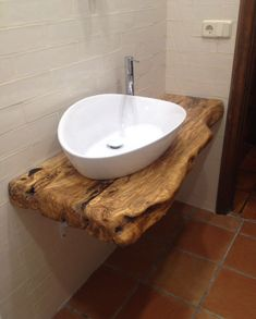 Seek this important graphics in order to have a look at today facts and techniques on Kids Bathroom Renovation Tiny House Bathroom, Wooden Bathroom, Corner Deco, Ideas Baños, Wood Sink, Rustic Bathroom Designs, Bathroom Ideas, Bright Homes, Log Cabin Homes