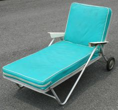 Vtg Aluminum Bunting LOUNGE CHAIR rolling chaise Teal Outdoor Furniture, Lawn Furniture, Outdoor Decor, Outdoor Ideas, Furniture Ideas, Mid Century Style, Mid Century Design, Green To Blue, Jade Green