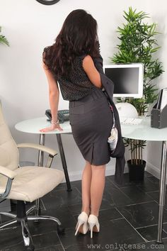 Jenni becomes the office bimbo transformation fetish - 1 8