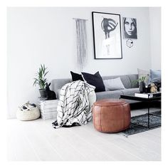 Minimalist Living Room Decor Ideas of Your Space 2018 Living room paint color ideas Grey couch living room Gray couch Grey living room ideas Living room decor on a budget apartment Small living room ideas on a budget Barn Modern Minimalist Living Room, Living Room Modern, Home Living Room, Living Room Decor, Minimalist Lifestyle, Minimalist Bedroom, Minimalist Decor, Small Living Room Layout, Small Living Rooms