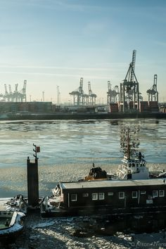 #hamburg #harbour #winter repinned by www.BlickeDeeler.de Der Hamburger Hafen im Winter