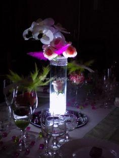 Vous souhaitez transformer votre salle de réception en lieu de charme pour accueillir vos proches lors de votre mariage ? Vous désirez ornementer vos tables selon un thème ou une couleur précise pour rendre le dîner de noce plus agréable ? Au petit
