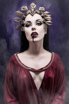 Lycan Anubis Armando Vampire Love, Vampire Girls, Vampire Art, Real Vampires, Vampires And Werewolves, Elizabeth Bathory, Satanic Art, World Of Darkness, Mermaids And Mermen