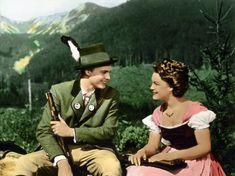 Romy Schneider sorgte 1955 als Sissi (hier im ersten Teil der Trilogie) im Dirndl für steigende Absätze in der Trachtenmode. Filme wie dieser brachten Amerikaner zur Annahme, alle deutschen Frauen trügen Dirndl.