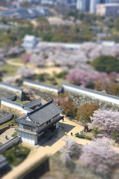 Himeji Castle, Hyogo, Japan 姫路城 菱の門と西の丸