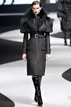 Viktor & Rolf Fall 2012 Ready-to-Wear Collection Photos - Vogue Fashion Mode, Moda Fashion, Fur Fashion, High Fashion, Winter Fashion, Fashion Show, Fashion Design, Paris Fashion, Style Work