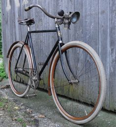Beautiful bicycles featured on Culture Cycles of all sorts including commuter bicycles, road bikes, track bikes, cyclocross and mountain bikes. Old Bicycle, Bicycle Parts, Old Bikes, Peugeot, Vintage Bicycles, Stop Motion, French Vintage, Retro, Bike Shops