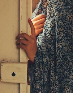 Image in حجاب ツ collection by مــيروو on We Heart It Iranian Beauty, Muslim Beauty, Iranian Women, Iranian Art, Hand Photography, Aesthetic Photography Nature, Persian Culture, Cover Photo Quotes, Muslim Women