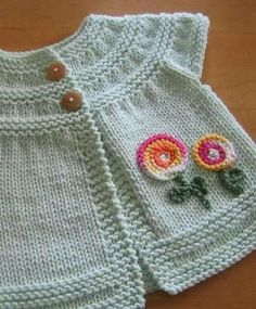 This Pin was discovered by Pri Crochet Baby Dress Pattern, Baby Sweater Knitting Pattern, Crochet Baby Cardigan, Knit Baby Sweaters, Knitted Baby Clothes, Baby Knitting Patterns, Knit Crochet, Knitting Daily, Knitting For Kids