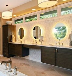 bathroom mirrors with LED lights: round mirrors with LED lighting