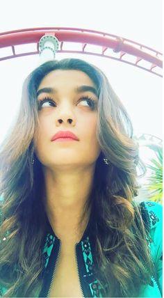 Hindi Actress, Indian Film Actress, Bollywood Actress, Prettiest Actresses, Beautiful Actresses, Bollywood Stars, Bollywood Fashion, Alia Bhatt Photoshoot, Aalia Bhatt
