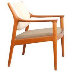 Norwegian design - 'Elton' by Torbjørn Afdal for Nesjestranda møbelfabrik. Chair Design, Modern Furniture, Accent Chairs, Vibrant Colors, Sweet Home, Mid Century, Danish, Home Decor, Beauty