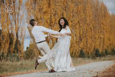Beautiful autumn tones for an engagement photography shoot in Queenstown. By Dan Childs at 222 Photographic Studios, Queenstown, New Zealand. Free Photography, Photography Services, Pre Wedding Photoshoot, Wedding Shoot, Engagement Photography, Wedding Photography, Photographic Studio, Elope Wedding, Engagement Couple