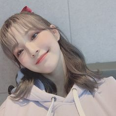 "fromis_9 [프로미스나인] on Instagram: ""⠀ 빨간 리본🎀오늘 머리 너무 예뻤닿ㅎ!! 오늘 하루도 고생 많았어요 플로버 ⠀ #지헌 #헤어쌤 #짱짱"" South Korean Girls, Korean Girl Groups, Grunge Girl, Cute Korean, Korean Makeup, Ulzzang Girl, Little Sisters, Girl Crushes, Kpop Girls"
