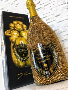 Dom Pérignon - Swarovski - Jeff Koons .... Geschenktipp Champagner eBay.de www.alwynsalazar.com Dom Perignon, Jeff Koons, Moet Chandon, Wine Collection, Champagne Bottles, Online Shopping, Whiskey Bottle, Liquor, Vodka