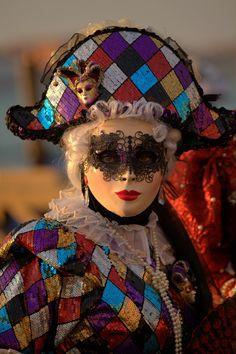 Venetian Carnival Masks, Mardi Gras Carnival, Mascarade Mask, Gas Mask Art, Costume Venitien, Venice Mask, Clown Faces, Touch Of Gray, Evil Clowns