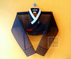 Woman's Hanbok - '저고리' Jacket Korean Traditional Dress, Traditional Fashion, Traditional Dresses, Traditional Art, Korean Dress, Korean Outfits, Modern Hanbok, Culture Clothing, Wrap Around Skirt