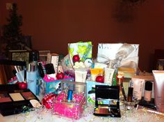 Mary Kay for Christmas!!  Gift sets available - www.marykay.com/jeaninemredman  jeaninemredman@aol.com