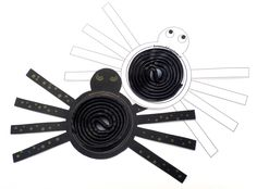 Griezelige traktatie om zelf te knutselen: spinnetjes met een dropveterbuik! Prachtig om met een flink aantal aan een zwarte paraplu te hangen en zo de klas rond te gaan.