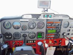 Very clean and tidy panel in this 1975 Cessna 150 Aerobat. Cessna 150, Cessna Aircraft, Pilot License, Private Pilot, Learn To Fly, Paint Schemes, Workspaces, Airplanes, Aviation