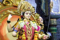 சிவபெருமானுக்கு கொண்டாடப்படும் ஒரு ராத்திரி சிவராத்திரி, அதே போல அன்னை பராசக்திக்கு கொண்டாடப்படும் ஒன்பது ராத்திரி நவராத்திரியாகும். புரட்டாசி மாதத்தில் வரும் மஹாளய அமாவாசை அடுத்த நாளான பிரதமை முதல் நவமி மாலை வரை நவராத்திரி கொண்டாடப்படுகின்றது. துர்க்கை, லட்சுமி, சரஸ்வதி மூவரும் ஒன்று இணைந்து சக்தியாக உருவெடுத்து மகிஷன் என்று அசுரனை அழித்ததே நவராத்திரியாக கொண்டாடப்படுகின்றது. இந்த மூவரும் இணைந்து மகிஷாசுர வர்த்தினி சக்தியாக தோன்றி ஒன்பது இரவுகள் மகிஷன் என்னும் அரக்கனிடம் போரிட்டாள். அம்பிகையை [& Ganesh Images, Durga, Hd Photos, Fashion, Moda, Fashion Styles, Fashion Illustrations
