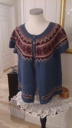 Et prøveprosjekt, etter mange år uten strikking. North Sea, Knitting, Tops, Women, Fashion, Moda, Tricot, Fashion Styles, Breien