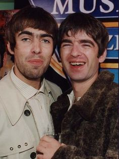 How beautiful is this? Noel Gallagher Young, Liam Gallagher Oasis, Oasis Live Forever, Oasis Music, Oasis Band, Liam And Noel, George Michael Wham, Desert Oasis, Britpop