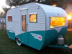 1958 Aljo travel trailer -some day I am going to have a little vintage camper! Tiny Trailers, Vintage Campers Trailers, Retro Campers, Camper Trailers, Camper Caravan, Caravan Vintage, Vintage Rv, Vintage Caravans, Vintage Airstream